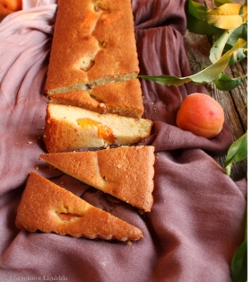 torta albicocche farina di mandorle