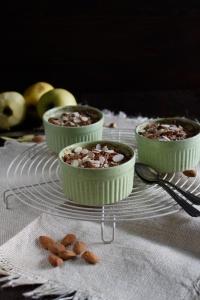 Torta di mele in tazza senza glutine, uova, latticini